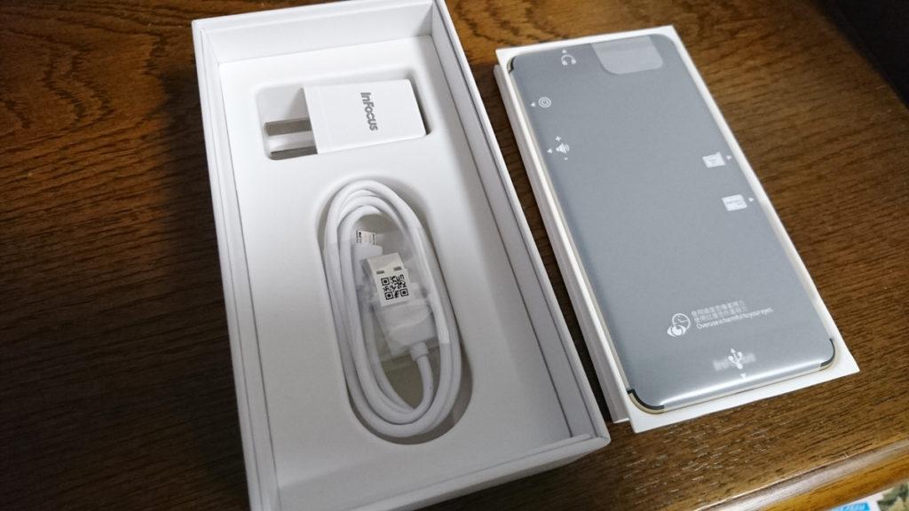 InFocus M560の箱