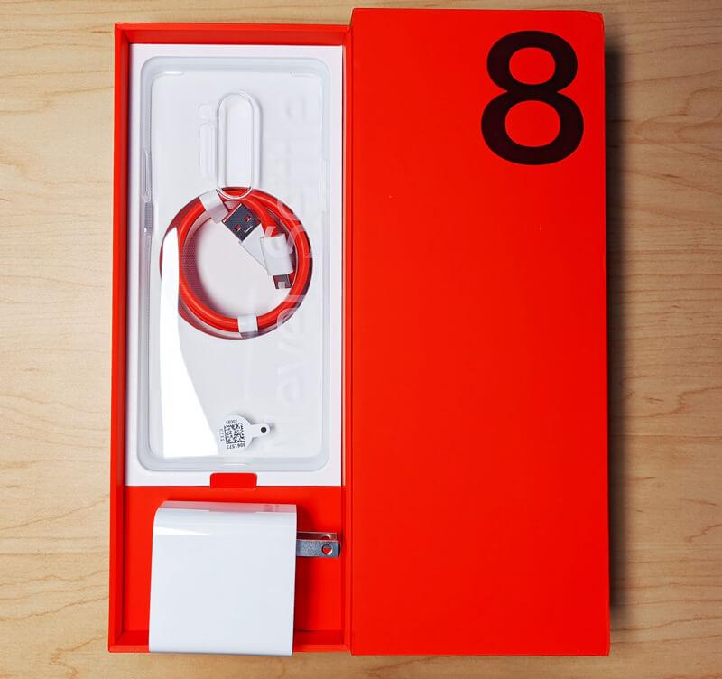 OnePlus 8 Proの箱